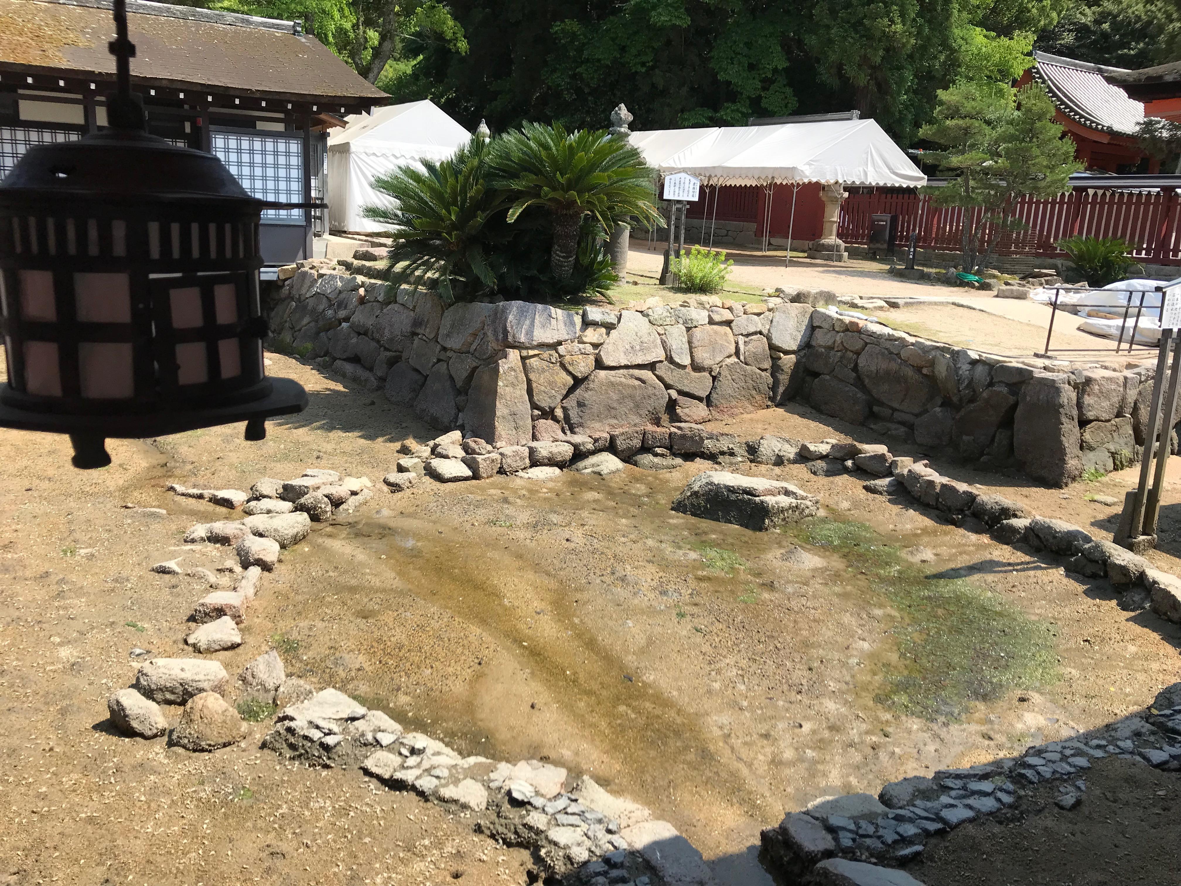 厳島神社の卒塔婆石とは?