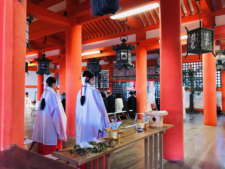 厳島神社で荘厳な結婚式