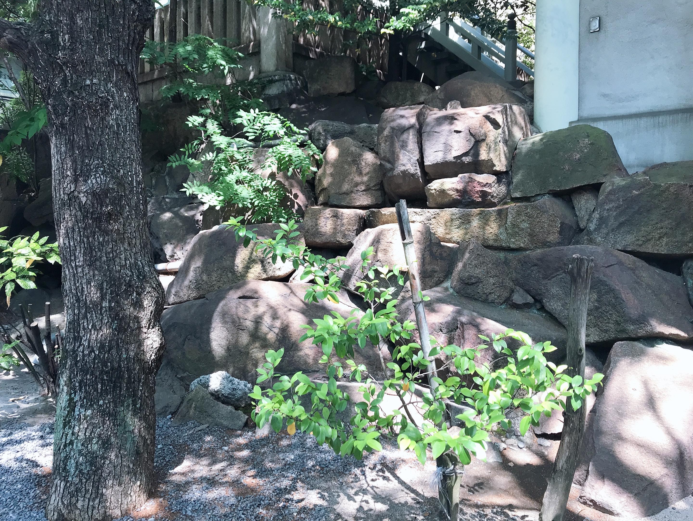 広島白神社の岩礁