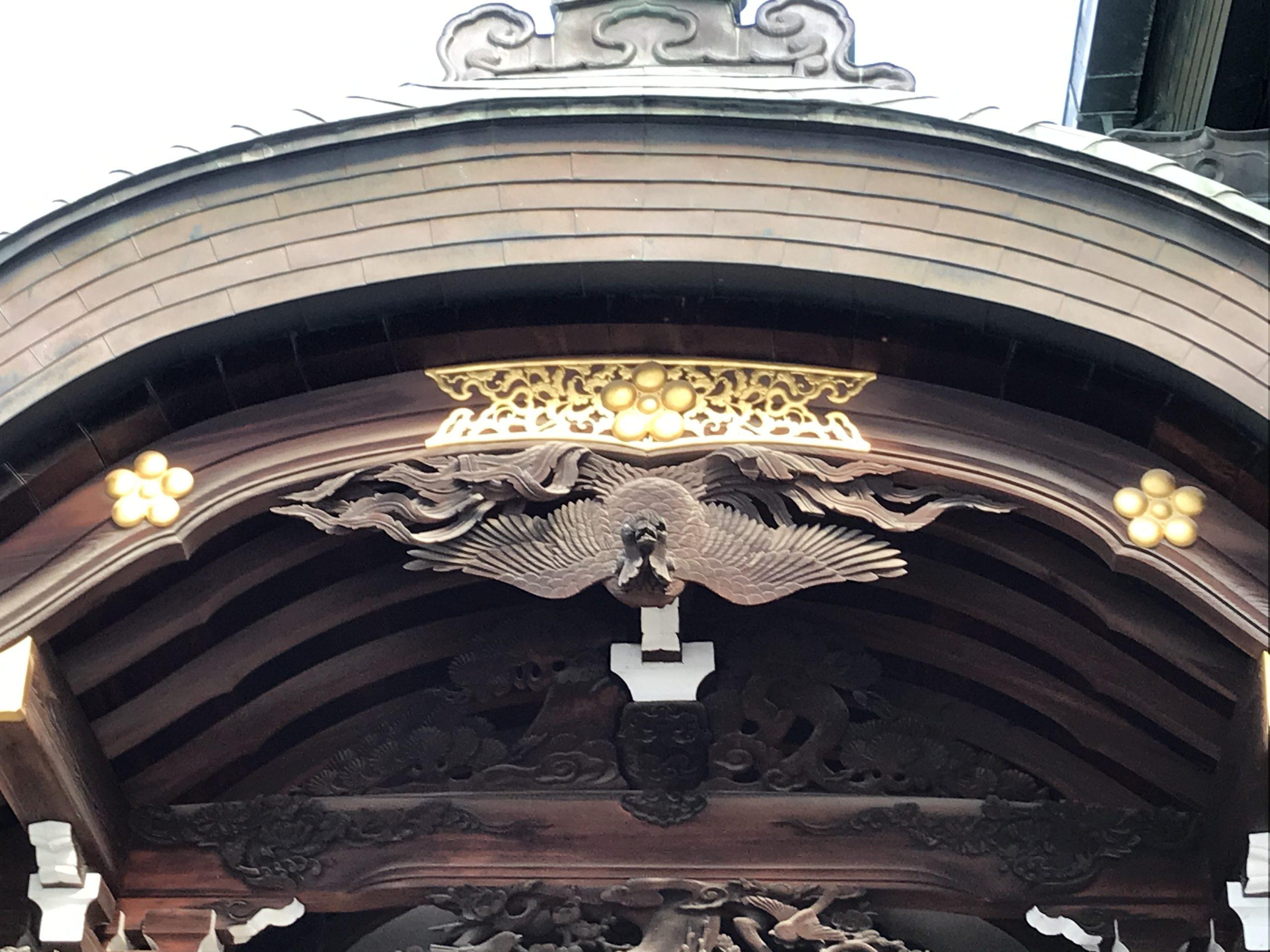 登竜門の屋根や装飾