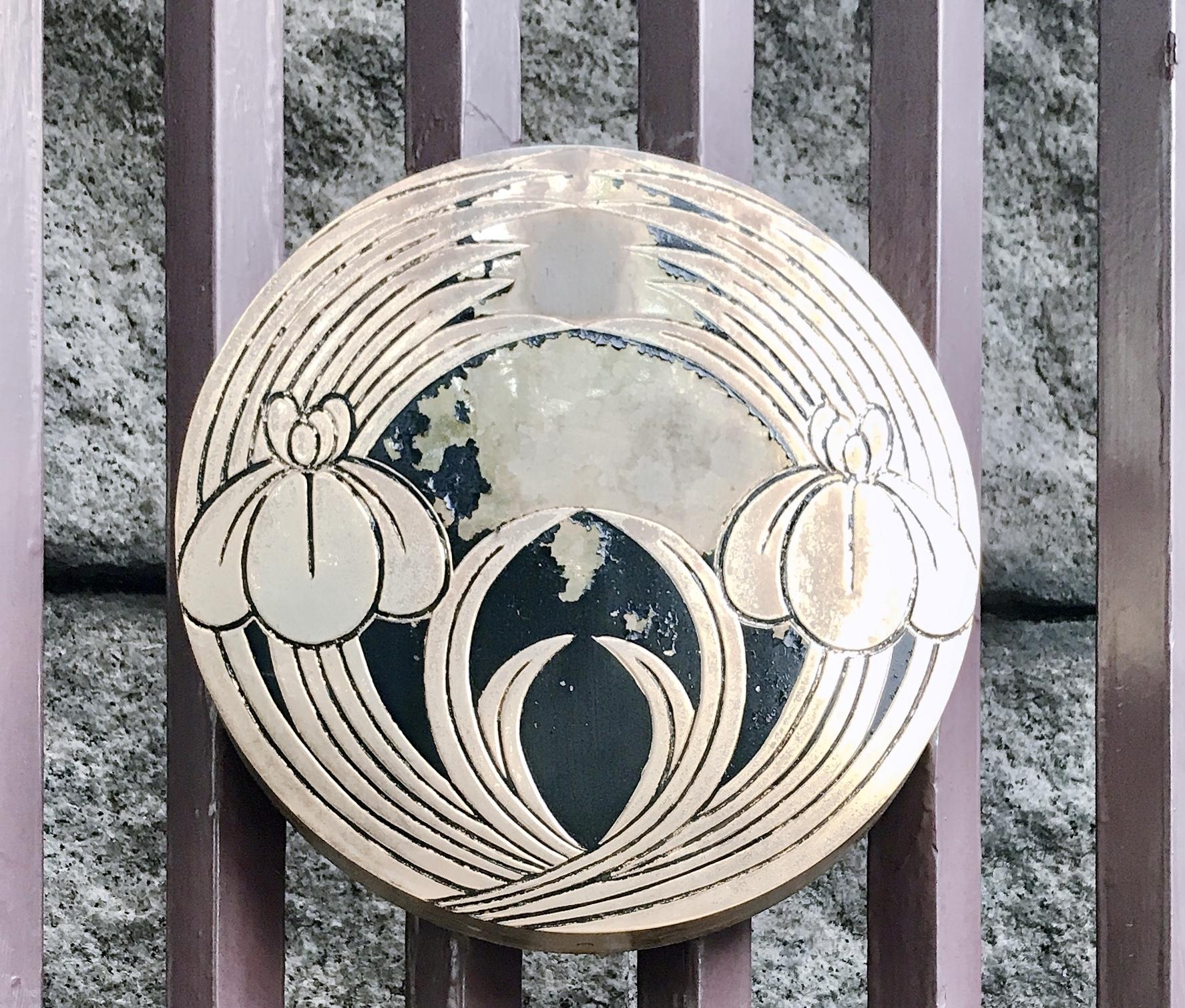 難波神社の菖蒲の紋章