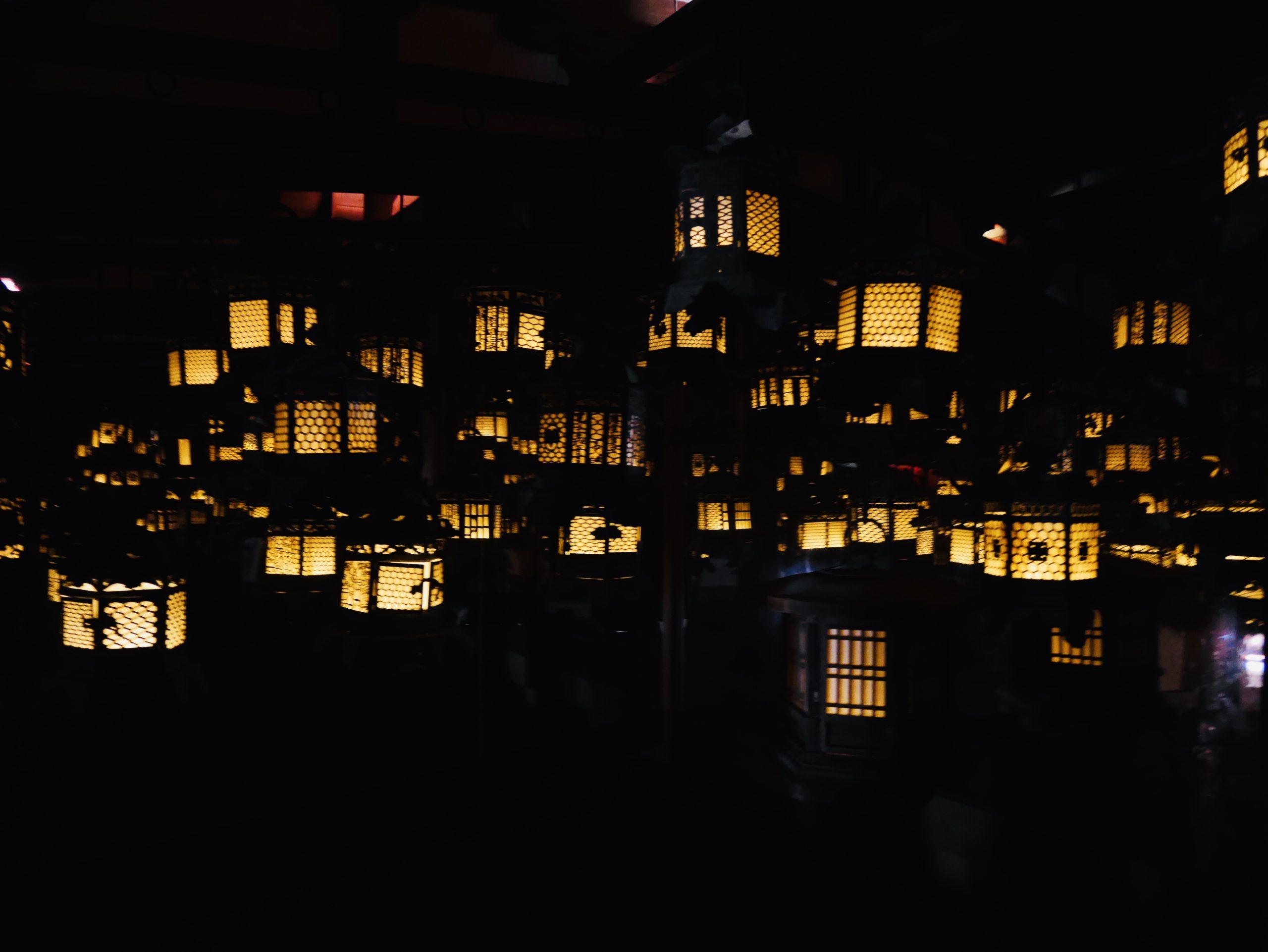 春日大社の幻想的な灯篭