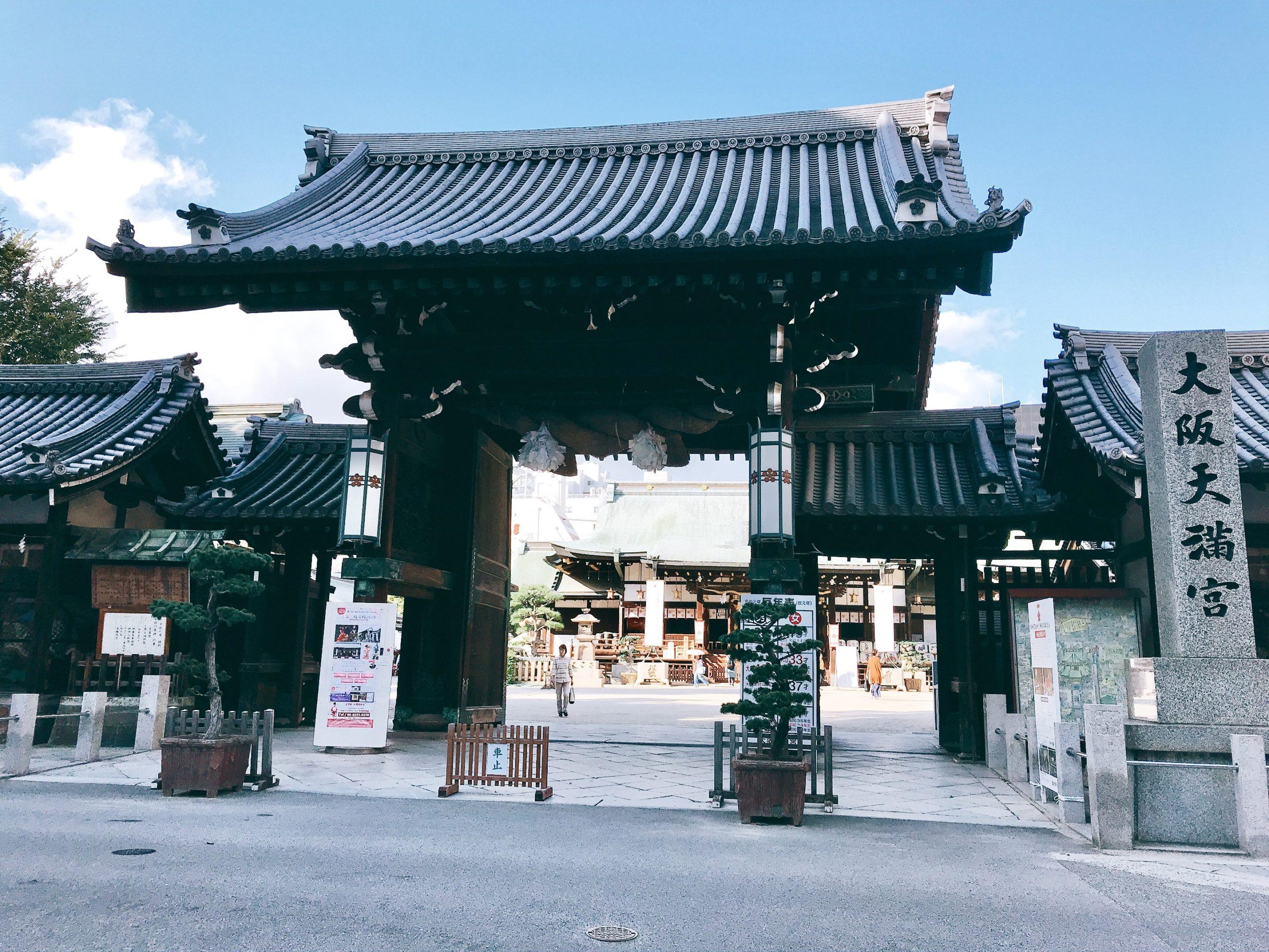 大阪天満宮の楼門と大きなしめ縄