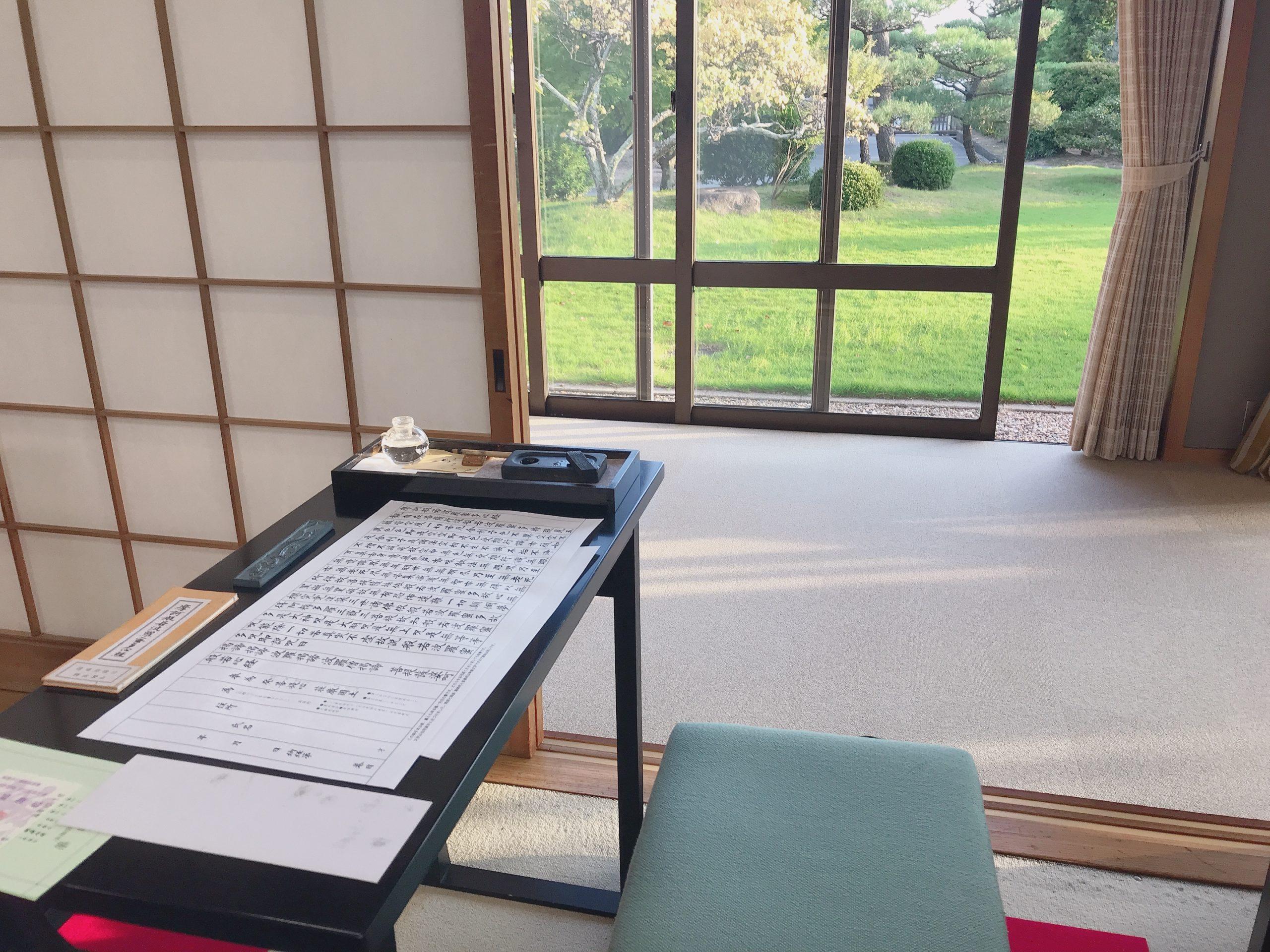 奈良薬師寺の写経の様子