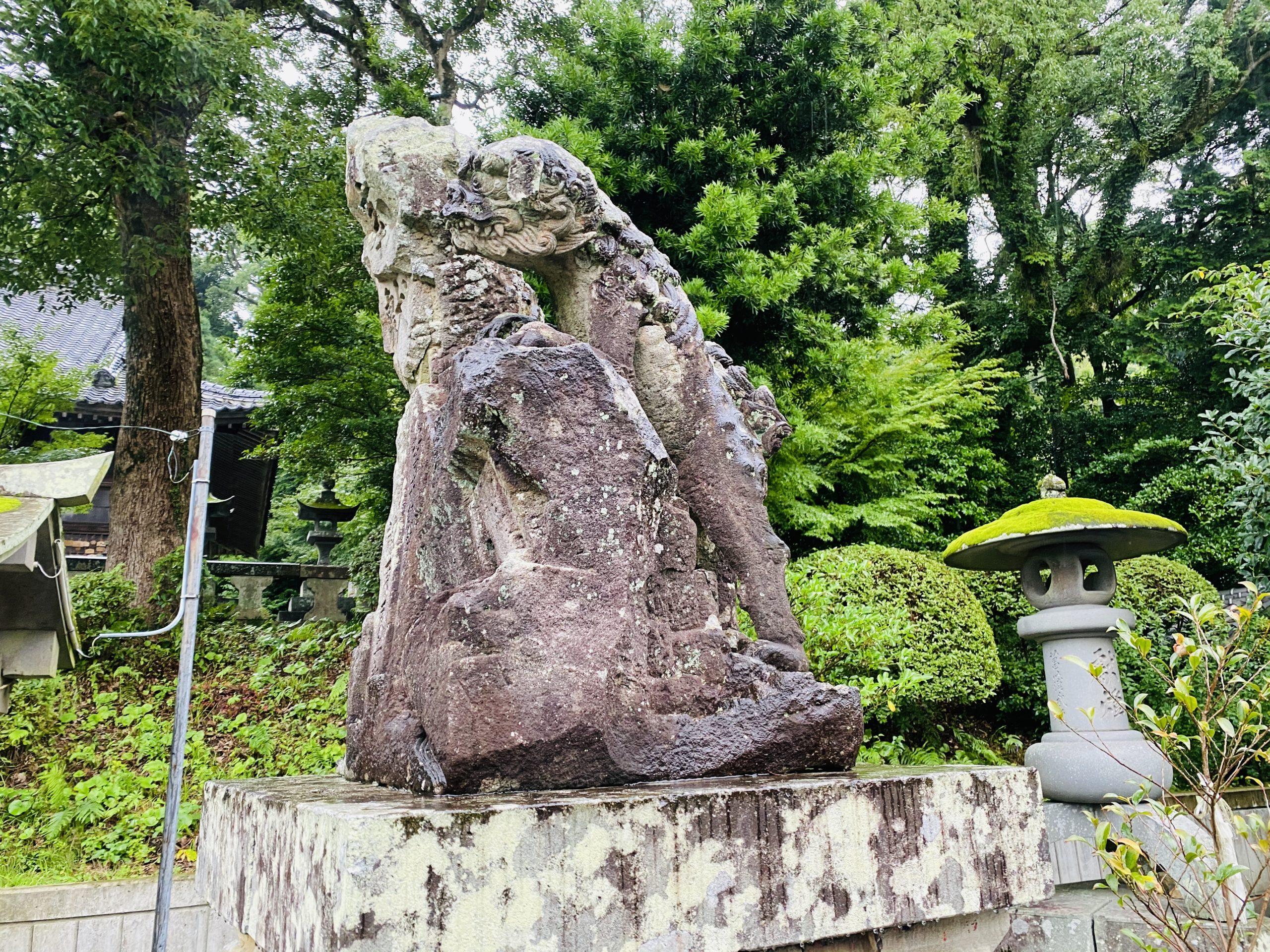 高城神社の変わった狛犬
