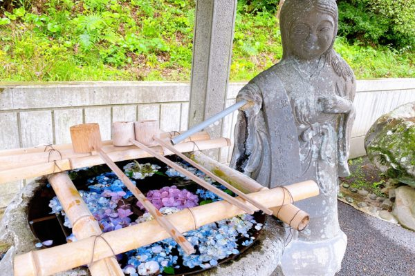 高城神社の手水舎は女神様⁉